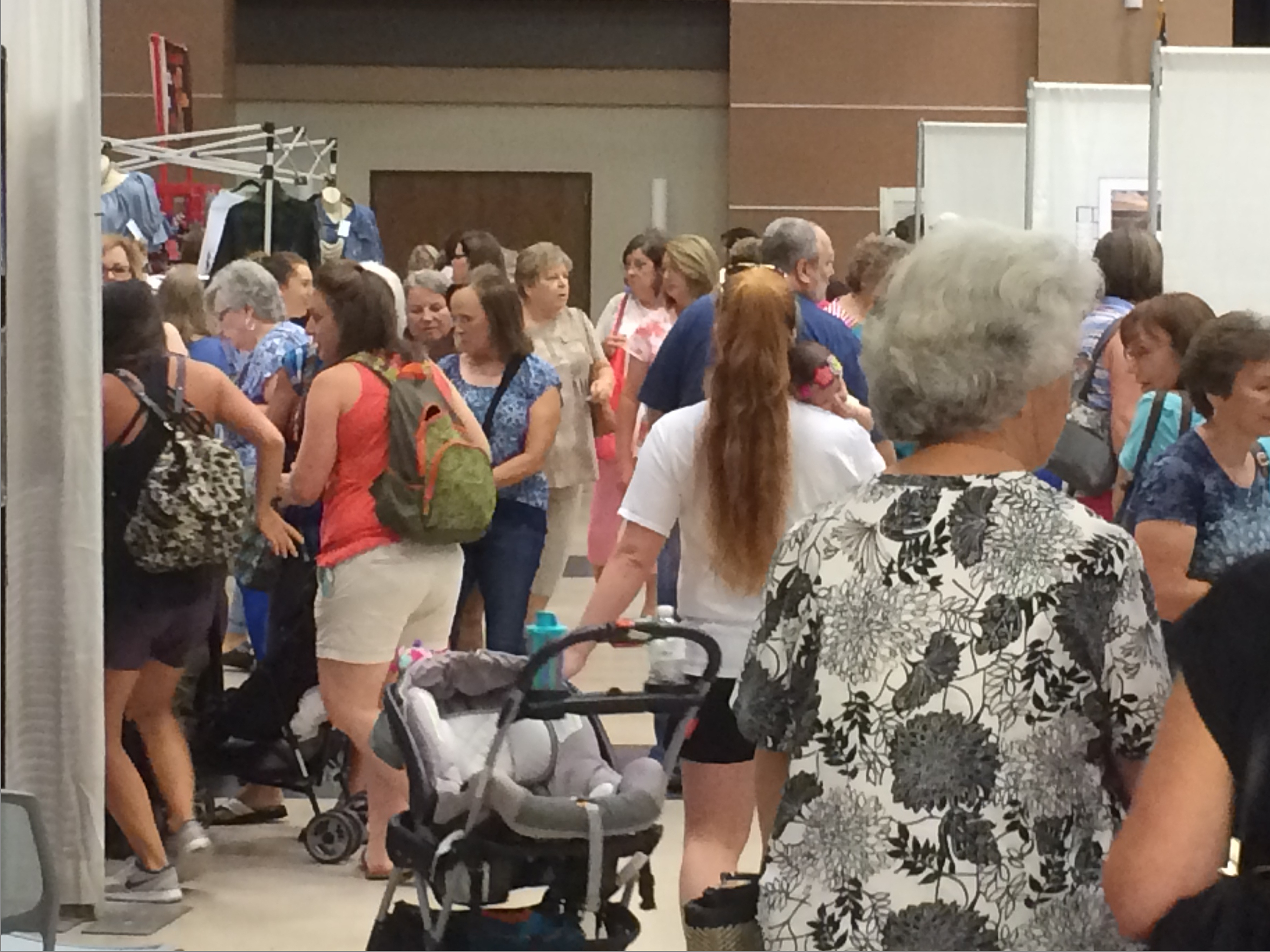 Crowds at Mississippi Craft Show